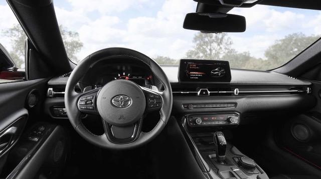 салон автомобиля Toyota Supra