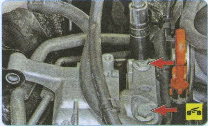 верхний болт крепления опоры Volkswagen Tiguan, брызговик моторного отсека Volkswagen Tiguan