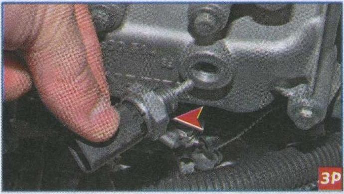 Снятие датчика температуры охлаждающей жидкости Renault Duster