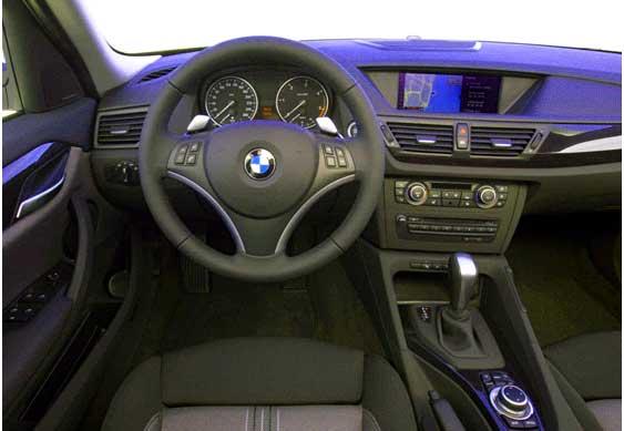 салон BMW X1, панель приборов BMW X1