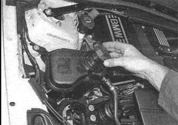 Заливное отверстие BMW 3