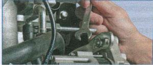 крепление генератора Chevrolet Lanos