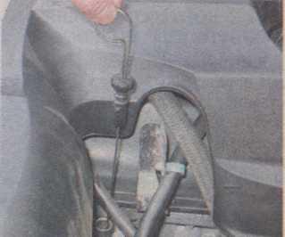 проверка уровня масла в двигателе Chevrolet Niva