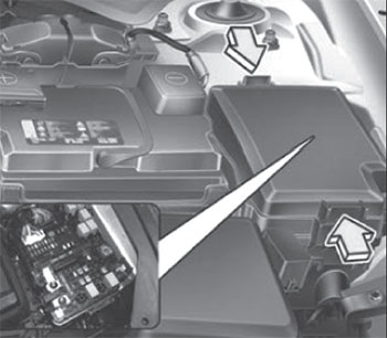 Предохранители в моторном отсеке Kia Soul