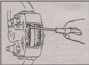 снятие тормозной колодки Mitsubishi Montero Sport, снятие тормозной колодки Mitsubishi Pajero Sport