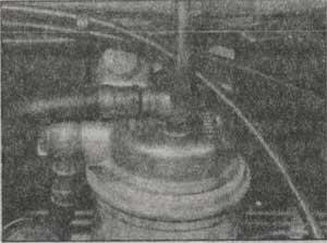 вентиляционная пробка топливного фильтра Opel Kadett Е