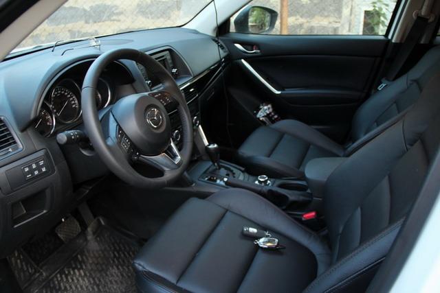автомобиль Mazda CX-5, салон автомобиля Mazda CX-5, панель управления приборами Mazda CX-5