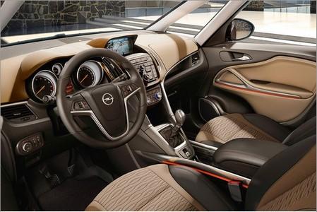 автомобиль Opel Zafira new 2011, салон Opel Zafira new 2011, рулевое управление Опель Зафира нью 2011, сидения Опель Зафира нью 2011