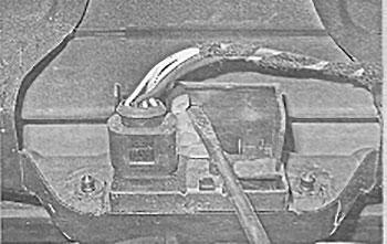 Рычаг замка багажника Skoda Yeti