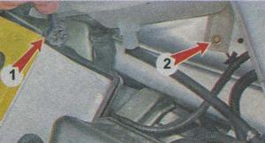 заднее крепление расширительного бачка ВАЗ Гранта
