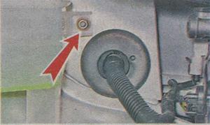 переднее крепление расширительного бачка ВАЗ Гранта